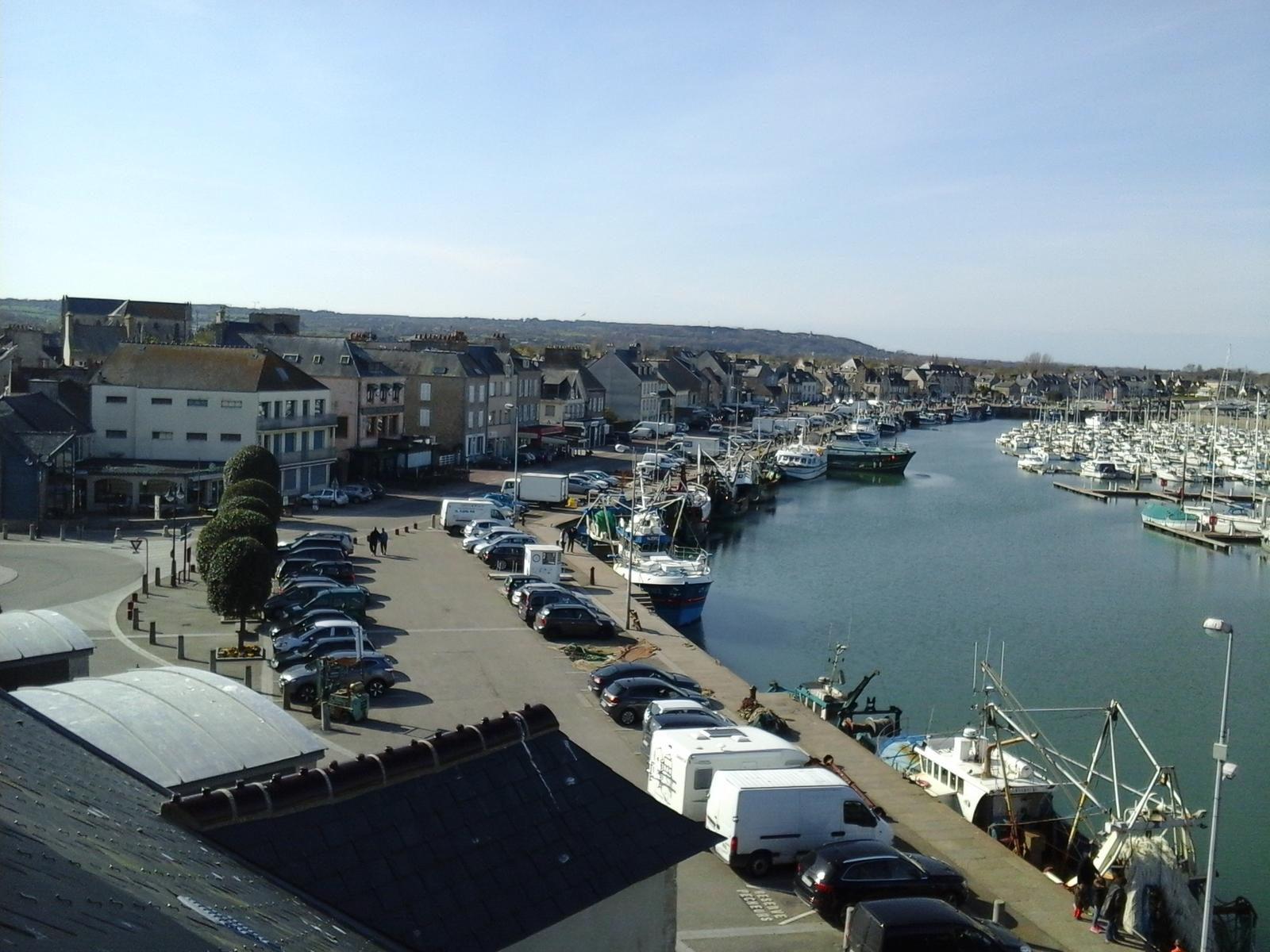 Image n°8 du gîte de mer : Vue sur le port de Saint-Vaast-la-Hougue
